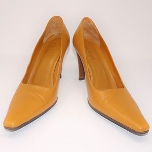 GUCCI Tan Leather Classic Square Pointed Toe Pumps